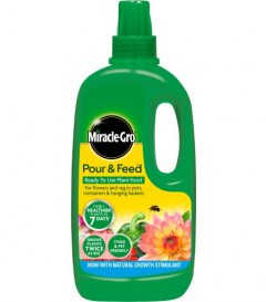 Miracle-Gro Pour & Feed